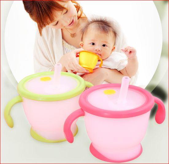 Bé từ 6 tháng tuổi có thể dùng cốc tập uống Richell