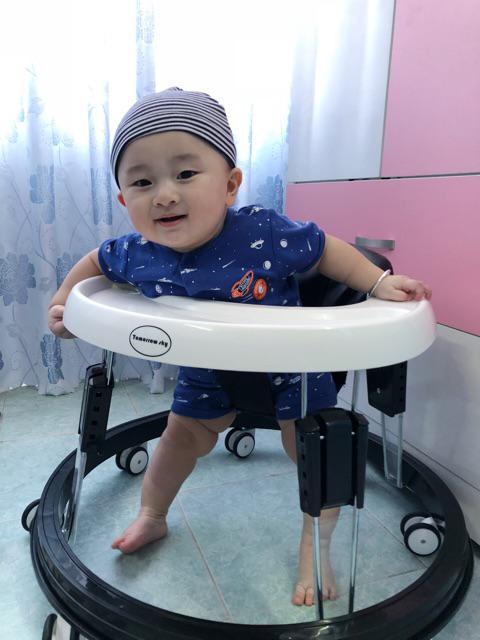 Nên dùng xe tập đi khi bé đã đứng vững thường là 8 tháng tuổi