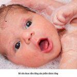 Có nên dùng sữa tắm cho trẻ sơ sinh ? Cách chọn sữa tắm cho bé