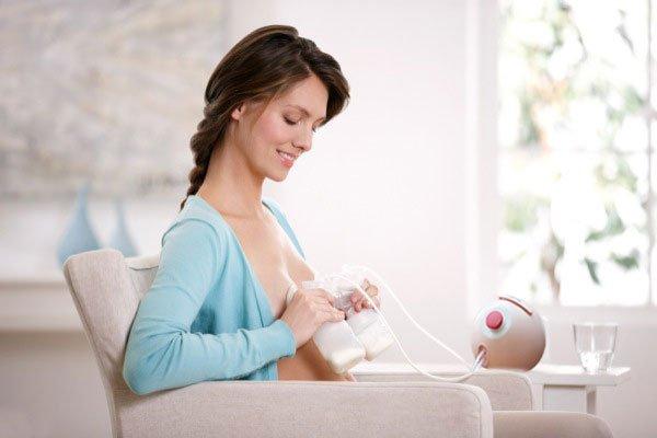 máy hút sữa rất quan trọng trong quá trình nuôi con bằng sữa mẹ 1