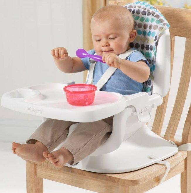 Ghế ngồi ăn giúp bé cố định được dáng ngồi