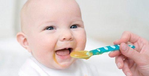 Thực đơn ăn dặm cho bé 5 tháng tuổi là vô cùng quan trọng