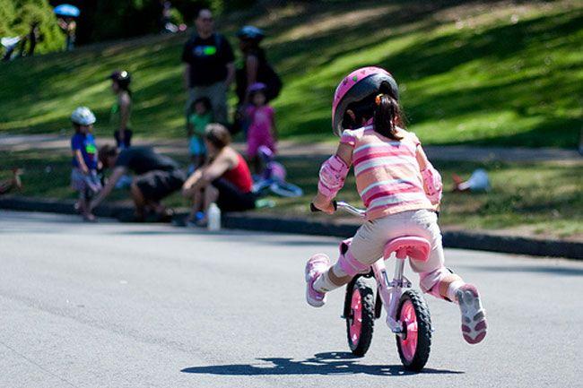 Xe thăng bằng tăng cường luyện tập cho bé