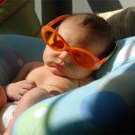 Tắm nắng cho trẻ sơ sinh đúng cách