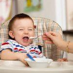Bật mí chế độ ăn dặm 1 tuổi cho bé phát triển khỏe mạnh