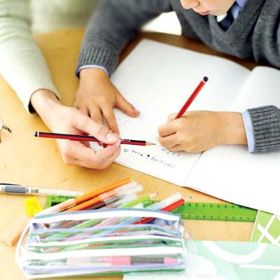 Dạy trẻ cầm bút