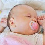 Có nên dùng ti giả cho trẻ sơ sinh hay không?