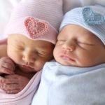 Luôn luôn đội mũ cho trẻ sơ sinh đúng hay sai