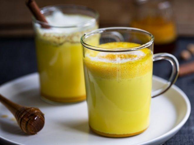 Cách uống tinh bột nghệ với mật ong sau sinh hiệu quả