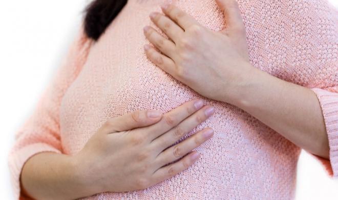 Việc các ống dẫn sữa bị tắc, có thể gây đỏ, đau, sưng làm xuất hiện một khối u cứng ở vú, gây viêm vú