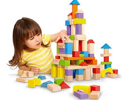 Bé vẫn thích chơi những đồ chơi như giai đoạn trước nhưng mức độ khó hơn