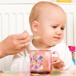 Hậu quả khôn lường khi cho trẻ 3 tháng tuổi tập ăn dặm