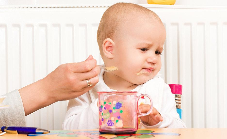 Hậu quả trẻ sơ sinh 3 tháng tuổi ăn dặm