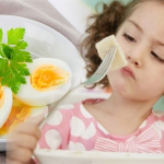 Phương pháp cho trẻ ăn trứng đúng cách các mẹ cần biết