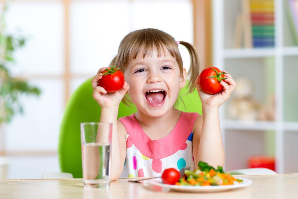 Rau là một thực phẩm không thể thiếu được trong bữa ăn hàng ngày của tất cả mọi người, nhưng đối với trẻ em lại càng quan trọng