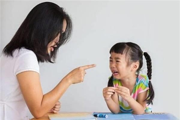 Bố mẹ không bình tĩnh khi dạy con
