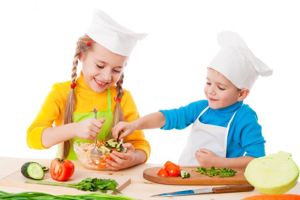 Trẻ học nấu ăn ngon