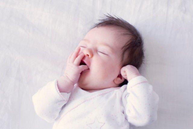 Bé yêu ngáp ngủ
