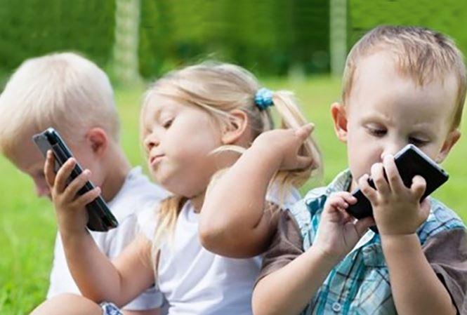 tác hại của việc trẻ em nghiện điện thoại