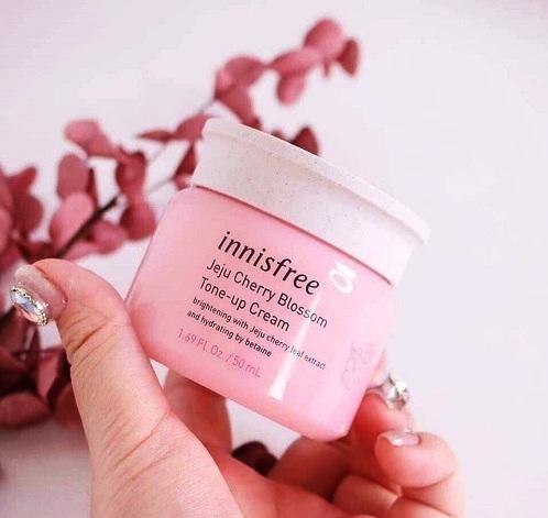 Kem dưỡng trắng da Innisfree Cherry Blossom Tone Up Cream