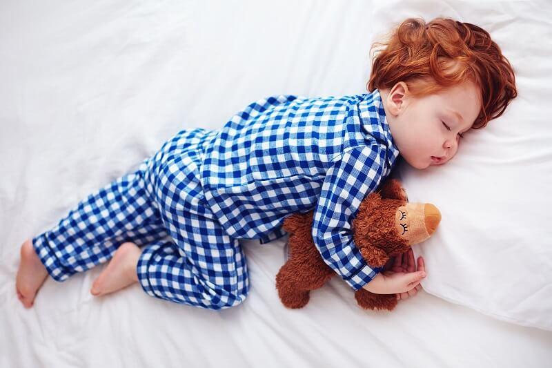 Nên rèn cho trẻ ngủ riêng