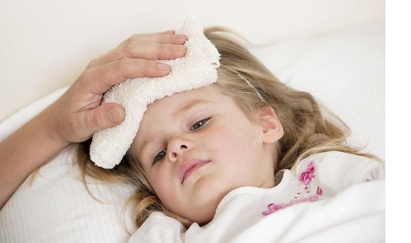 Mách mẹ cách giúp bé giảm đau , khóc khi tiêm vac xin